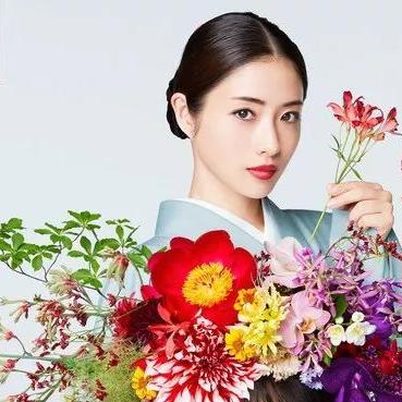 浪漫手绘花卉创意拼接