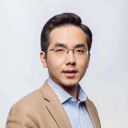 中国最牛服务员:初中辍学,19岁当店长,41岁身家70亿!