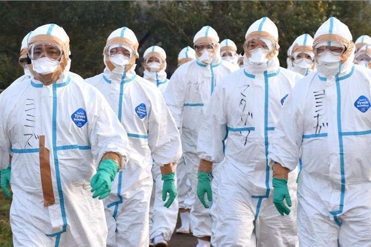 中国疫情稳定,美国刚爆发,大言不惭要重新评估限制中国措施