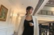 李小璐写真穿性感吊带裙身材苗条秀锁骨露美背