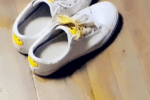 哈?#31185;?#19981;服管教��尿体重秤主人没说��这次变本加厉尿在了鞋子上