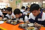 学生吃饭要有老师陪��广州确定学校��陪餐制度��