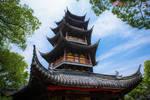 此塔因刘备夫人在此望夫得名��后屡毁屡建��现成为当地标志性建筑