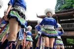 中国最性感的民族��当地女性一年四季都穿短裙��已有五百年历史