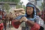 这个人灭蜀国获得免死牌��后奉诏议事时��屋内却藏着300士兵