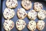 蔓越莓做饼干微酸微甜的口感, 味道真不错, 很好吃