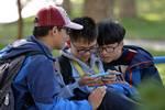 孩子中考成績全班第一,想得到獎勵,家長該不該為孩子買智能手機