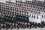 骄傲!万州一大学毕业生作为女兵方队成员接受了祖国和人民的检阅