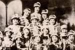 老照片:1929年的泳裝緊跟歐美潮流,1937年的女仆裝卻有日本特色