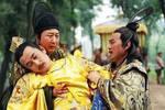 此人做太子10年,宁死不愿做皇帝,最后被打晕抬上龙椅强行登基