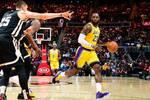 NBA12月16日常规赛 湖人VS老鹰 比赛瞬间