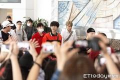 EXO到中国拍团综了!数十辆追车场面混乱