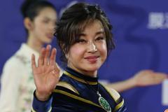 刘晓庆年龄摆在这儿,再怎么扮嫩,脸上的皱纹是骗不了人的!