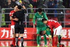 京粤大战数次判罚惹争议 莫名中断比赛+假摔悬案