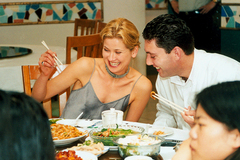 老外吃东西,和我们中国人吃法,到底有啥区别?