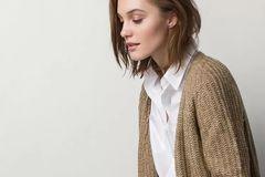 冬日暖阳下的针织开衫 被时髦人士赋予了新时尚