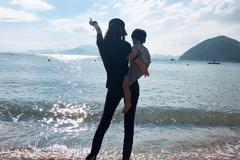 小海绵惊喜探班Angelababy获众人簇拥, 母子隔空飞吻画面超有爱