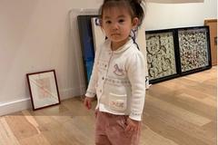 陈冠希老婆分享趣味日常,女儿脚穿妈妈高跟鞋萌态十足