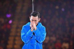 我在现场,看刘德华哭着中断了演唱会……