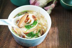 这两种菌菇,氨基酸含量高,3分钟做出营养浓汤,御寒又暖胃