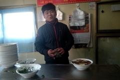 高考失利后、19岁年青人跟着自己的父亲专职卖起了高唐老豆腐