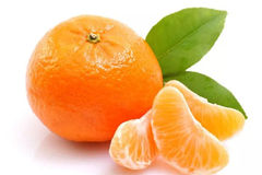 吃橘子有2个禁忌,一个伤肝一个伤胃!绝大多数人吃前都不知道