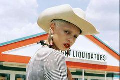 帽子是一年四季都需要的时尚单品 多一顶更精致