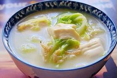白菜和它一起炖,营养又美味,缓解多年老胃病,肠胃重返年轻