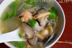 懒人必备,六分钟煮一碗鲜美香滑的菌汤