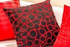 家里的这3种枕头,让你枕出失眠、颈椎病,趁早换掉!