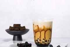 """一杯奶盖=两顿饭!还有了""""心动的感觉"""",奶茶试试这样喝"""