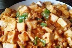 炒肉末豆腐时加一点黄豆酱,味道更香!