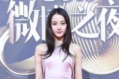 微博之夜红毯未修图:陈都灵眼妆显老十岁,热巴和秦岚造型太平庸
