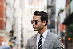 商务型男是怎么将西装穿的干净、利落的?