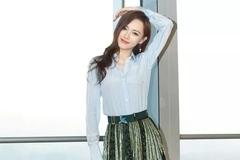 唐嫣身穿条纹衬衫配网纱裙,显瘦又显高,瞬间气质不凡!