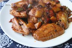 懒人食谱 食材选择多,焖锅在家做,来一道川香焖鸡翅