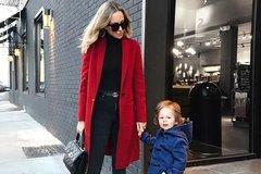 红色的大衣有时感觉太俗气,该怎样穿才能不像过年呢?