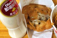 这个武汉第一网红过早摊,天天大排长队,然鹅几年价格已经炒翻了四倍...