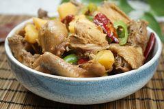 新疆大盘鸡,调味料这样配,土豆糯香鸡肉嫩,好吃不腻