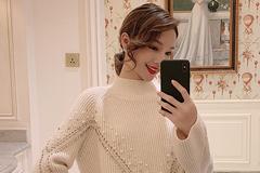被这款毛衣美到了,搭牛仔裤穿美得太高调,配个小包更时髦