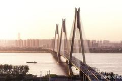 国内建设桥梁最多的城市是哪个?数目很惊人,拥有最多的跨江大桥
