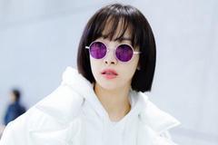 宋茜示范硬核撞色,白上衣+紫长裤,大胆配色美出新高度