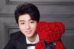 王俊凯与小玫瑰达成品牌史上续约首例,让粉丝感到很膨胀