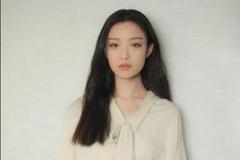 倪妮身穿米色衬衣搭配黑色长裤出席活动 长发飘飘清新时尚