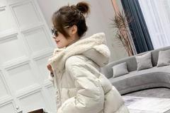 休闲时髦的棉服外套,是冬季搭配的好选择哦!