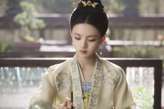 杨超越古装这么美,却要给换头、在红毯假摔炒作的她做配?