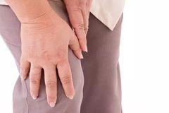 爸妈老说膝盖疼?做这几个动作,缓解疼痛超有用!