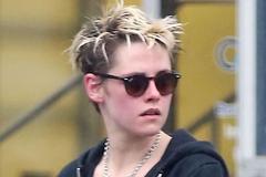 暮光女克里斯汀出街做头发,一身中性穿搭帅气不羁