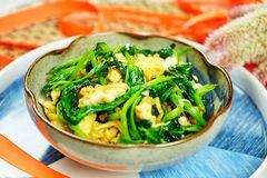这种长须嫩芽菜,排毒减脂真管用,每周吃两小碗,浑身轻松精神好