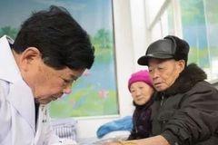 """30年坚持看病只收一元钱,杭州这位村医""""最美""""!"""